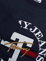 Tommy Jeans - TJW REGULAR TWISTED LOGO CREW - sweatshirts & hoodies - twilight navy - 2