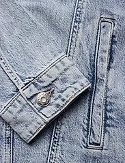 Tommy Jeans - OVERSIZE TRUCKER JACKET ALBC - denimjakker - ames lb com - 3