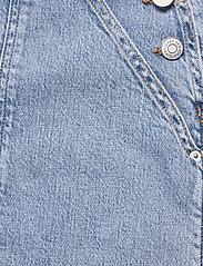 Tommy Jeans - CARGO DUNGAREE DRESS LLBC - sommarklänningar - leon lb com - 3