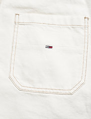Tommy Jeans - OVERSIZE DUNGAREE SHORT SSPWR - kläder - save sp white rgd - 4