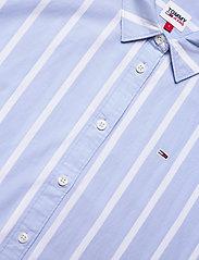 Tommy Jeans - TJW RELAXED STRIPE SHIRT SS - kortärmade skjortor - moderate blue / stripe - 2