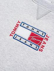 Tommy Jeans - TJW BXY TIMELESS FLAG SWEATSHIRT - sweatshirts & hoodies - silver grey htr - 2