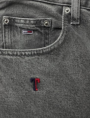 Tommy Jeans - MOM JEAN HR TPRD SSPGR - mom jeans - save sp critter grey rig - 2
