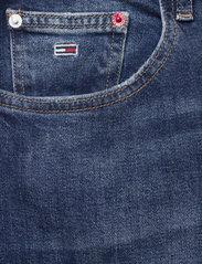 Tommy Jeans - MOM JEAN UHR TPRD AE632 MBC - tapered jeans - denim medium - 2
