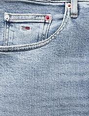 Tommy Jeans - MOM JEAN UHR TPR AE611 LBC - mammajeans - denim light - 2