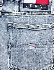 Tommy Jeans - MOM JEAN UHR TPR AE611 LBC - mammajeans - denim light - 4