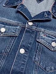 Tommy Jeans - LONG BELTED TRUCK JK AE736 SMBR - denim jackets - denim medium - 2