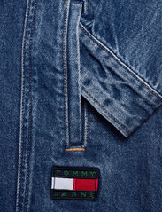 Tommy Jeans - LONG BELTED TRUCK JK AE736 SMBR - denim jackets - denim medium - 3