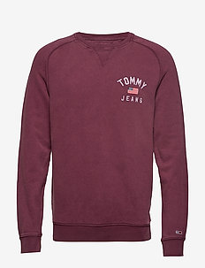 TJM WASHED CHEST GRAPHIC CREW - BURGUNDY