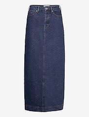 Tomorrow - Mandela maxi skirt wash dark Oxford - denim skirts - denim blue - 0