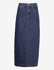 Tomorrow - Mandela maxi skirt wash dark Oxford - denim skirts - denim blue - 2