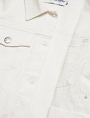 Tomorrow - Kersee puff jacket ecru - jeansjacken - ecru - 4