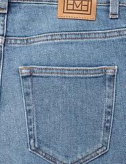 Totême - STANDARD DENIM - straight jeans - mid blue wash 410 - 4