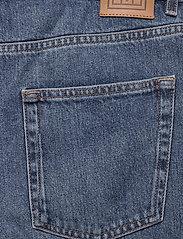 Totême - EASE DENIM - straight jeans - washed blue 405 - 4