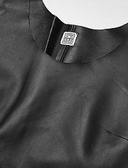 Totême - MEZEL - midi kjoler - black 200 - 2