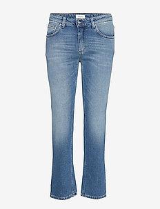 STRAIGHT DENIM - uitlopende jeans - mid blue wash 410