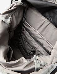 Tretorn - OCEAN NET ROLLTOP - väskor - 015/black/sand - 5