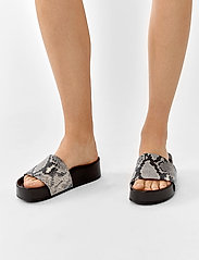 Twist & Tango - Split Sandals - flade sandaler - grey snake - 0