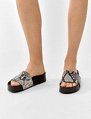 Twist & Tango - Split Sandals - platte sandalen - grey snake - 0