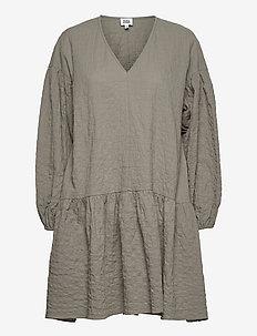Mira Dress - sommarklänningar - dusk khaki