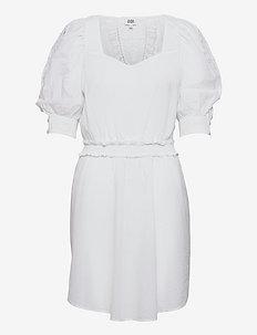 Zoisa Dress - sommarklänningar - whispy white