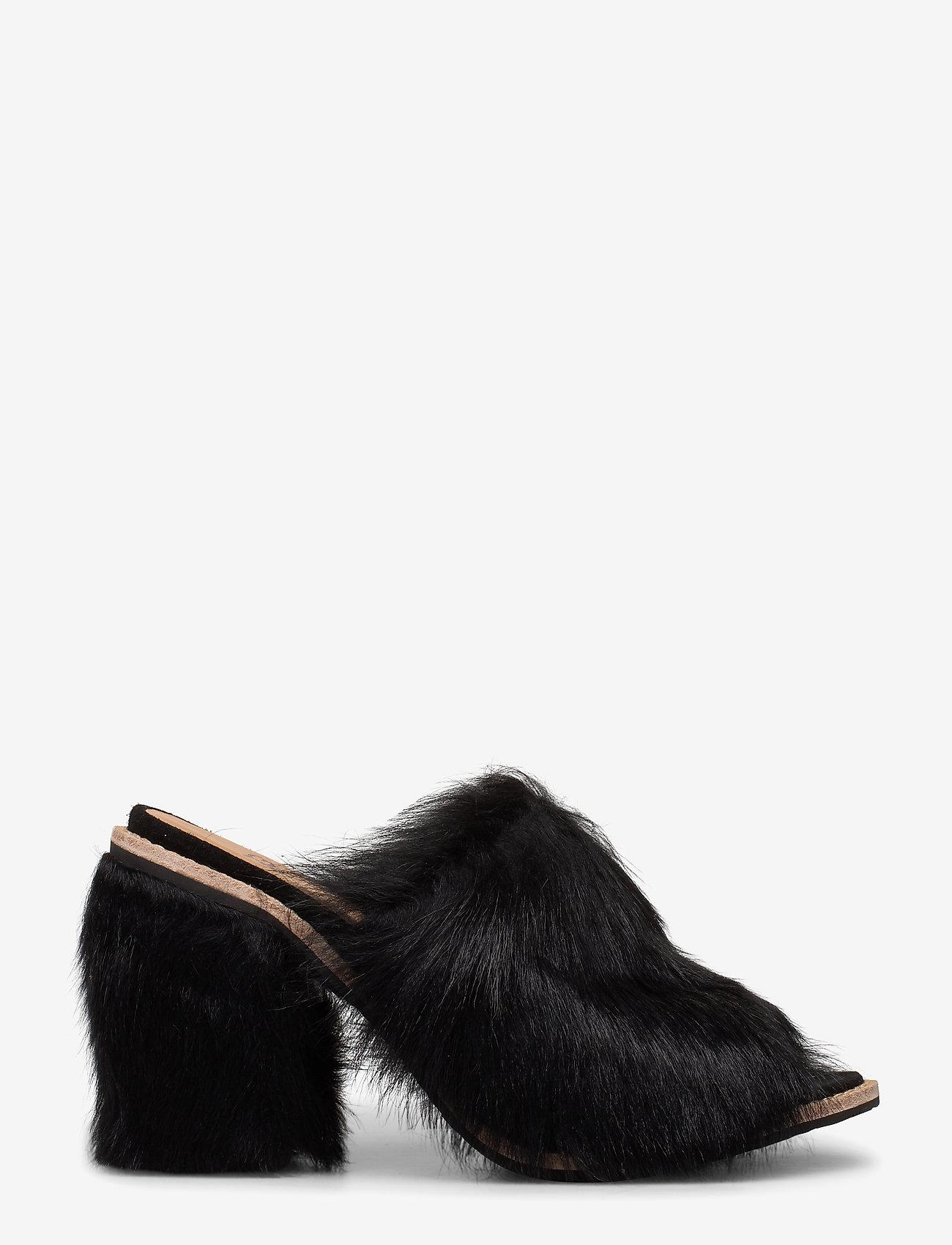 UGG - W Rosa Fluff Heel - mules & slipins - black - 0