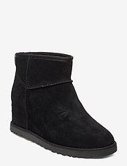 UGG - W Classic Femme Mini - flat ankle boots - black - 0