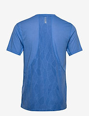 Under Armour - M UA Streaker 2.0 Shift Crew - urheilutopit - water - 2