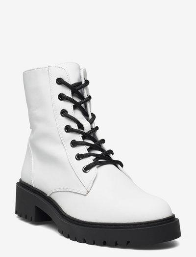 GISPER_F21_NF - flade ankelstøvler - white