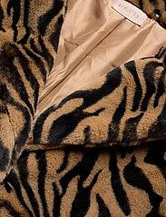UNMADE Copenhagen - Jennabel jacket - sztuczne futro - tiger - 2