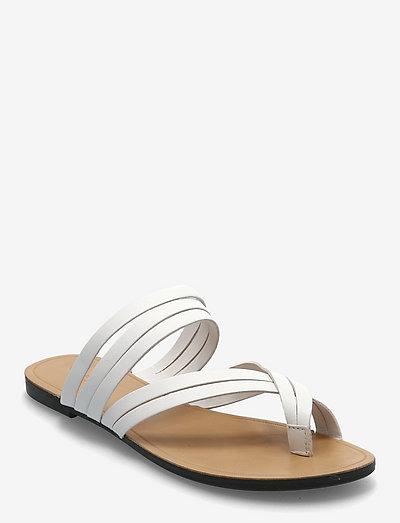TIA - płaskie sandały - white