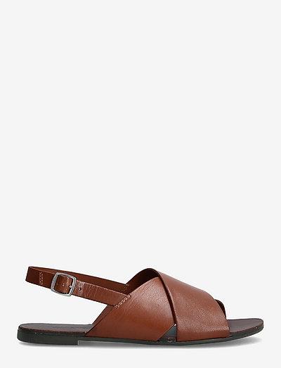 TIA - płaskie sandały - cognac
