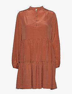 LIEVINE - shirt dresses - blush