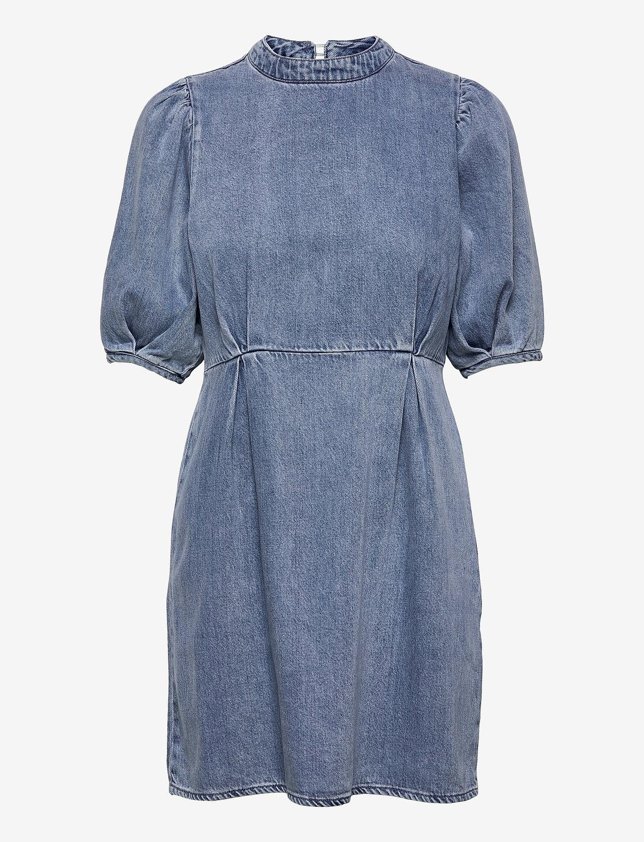 Vero Moda - VMBERTA 2/4 SHORT DENIM DRESS VMA - sommarklänningar - light blue denim - 0