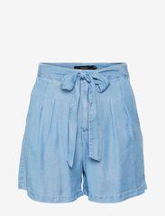 Vero Moda - VMMIA HR LOOSE SUMMER SHORTS GA - jeansshorts - light blue denim - 0
