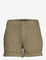 Vero Moda - VMBARB MR UTILITY SHORTS GA COLOR - jeansshorts - ivy green - 0