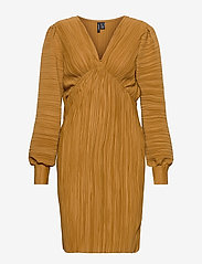 Vero Moda - VMJOELLE L/S PLISSE DRESS SB2 - vardagsklänningar - golden brown - 0