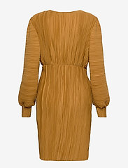 Vero Moda - VMJOELLE L/S PLISSE DRESS SB2 - vardagsklänningar - golden brown - 1