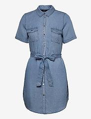 Vero Moda - VMSILJA SS SHORT SHIRT DRESS GA - sommarklänningar - light blue denim - 0