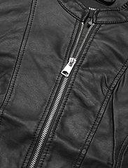 Vero Moda - VMKHLOE  FAVO COATED JACKET - skinnjackor - black - 2
