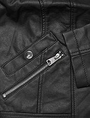 Vero Moda - VMKHLOE  FAVO COATED JACKET - skinnjackor - black - 3