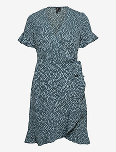 VMHENNA 2/4 WRAP FRILL DRESS - sommarklänningar - bluestone