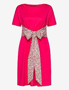 BORNEO - midi kjoler - shocking pink