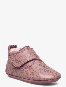 Dakota Print Indoor Shoe - slippers - wood rose flowers