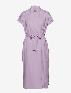 MARIEN - slå-om-kjoler - lingonberry milk