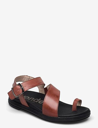 B-7413 PERGAMENA - platta sandaler - brown