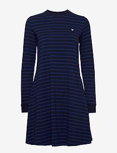 Isa dress - midi kjoler - navy/blue stripes