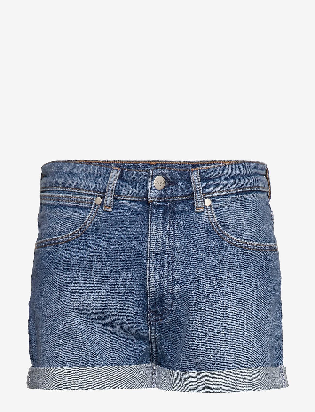 Wrangler - BOYFRIEND SHORT - denim shorts - mid blue - 0