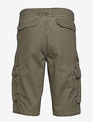 Wrangler - CARGO SHORT - casual shorts - dusty olive - 1