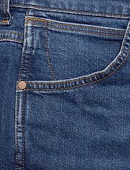 Wrangler - 5 POCKET SHORT - denim shorts - game on - 2